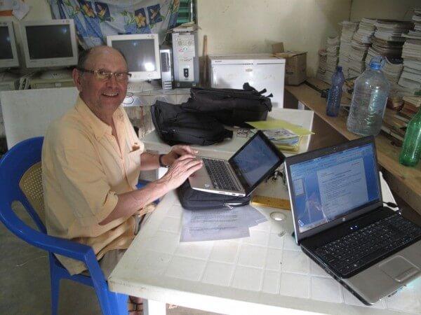 Jean optimise le fonctionnement des ordinateurs