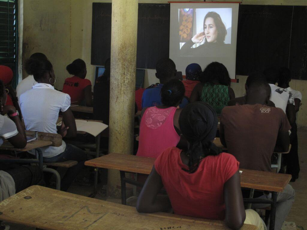 """En classe de première, projection avant débat sur les questions """"c'est quoi l'amour,la sexualité, la contraception ,le sida...."""""""
